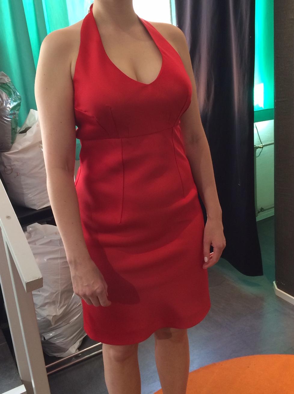 Ateljee ja teettäminen: Punainen mekko